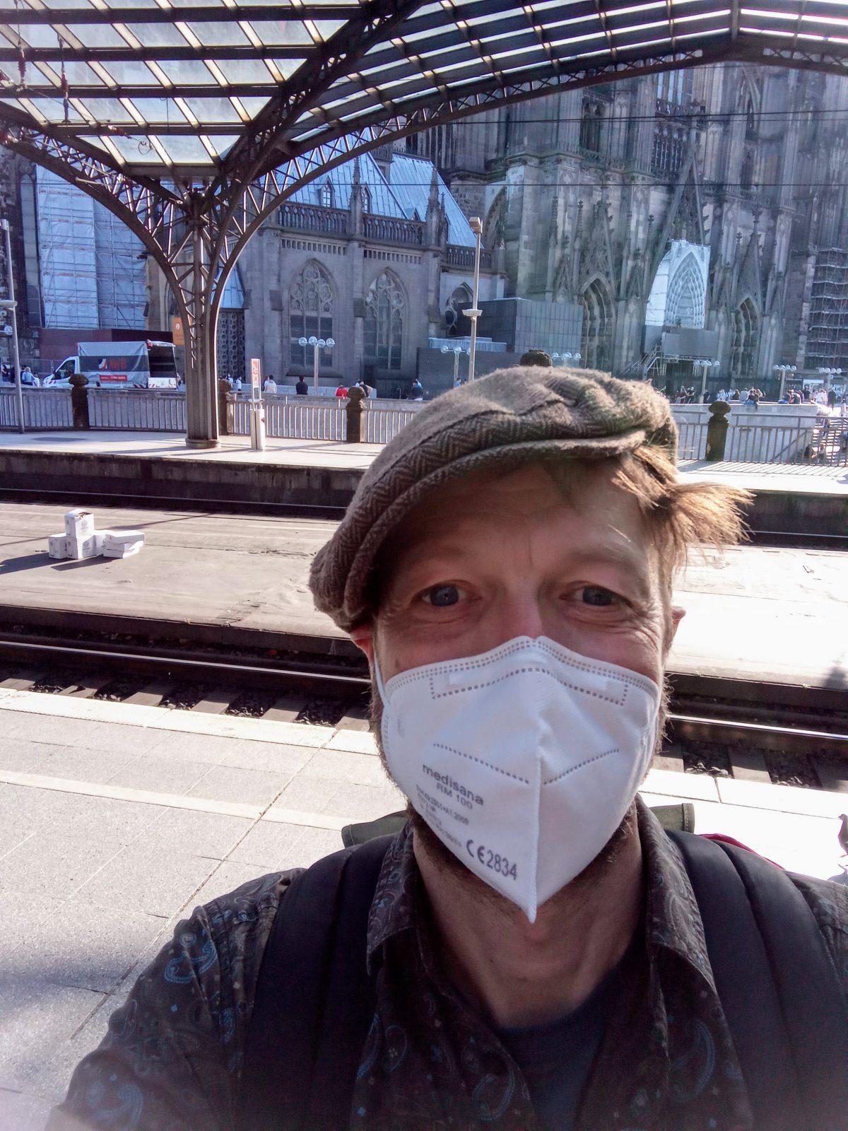 Martin mit Maske am Kölner Hbf